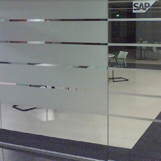 Tárgyaló belátásvédelmi ablakfóliázása