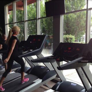 Kényelmesebb edzés ablakfólia mögött